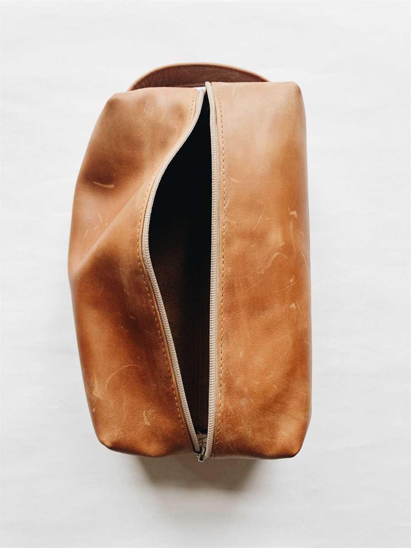 Genuine leather men's toiletry bag
